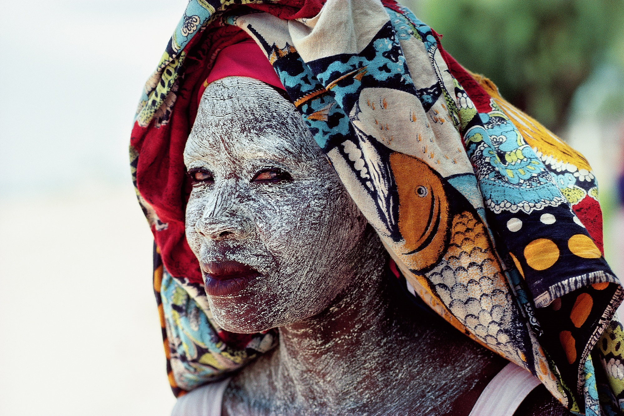 A woman wears ground bark cream to protect her face from the sun.